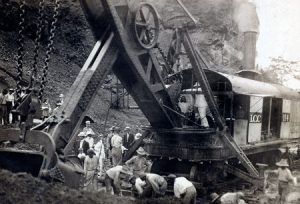Roosevelt on a digging machine during construction of the Panama Canal, circa 1908. (Photo: Library of Congress, Prints and Photographs Division)